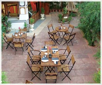 http://www.hotelmandawahaveli.com/wp-content/uploads/2013/12/Garden-Cafe.jpg